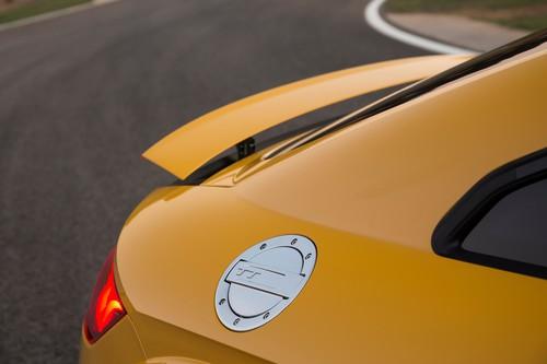 Audi TTS 2.0 TFSI Quattro: Unter der ebenso TT-typischen wie dekorativen Tankklappe fehlt der Tankdeckel.