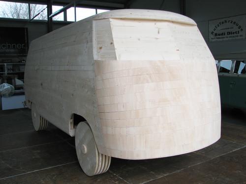 Der Holz-Unterbau des Lebkuchen-Bulli.