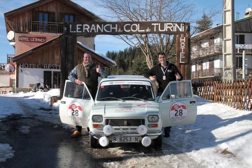 AvD-Histo-Monte 2015: Unsere Autoren Alexander Voigt (links) und Tim Westermann mit dem Seat 127 Rallye (1973).