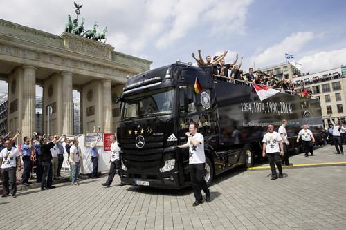 Der Truck der Fußball-Weltmeister von 2014: Mercedes-Benz Actros 1863.