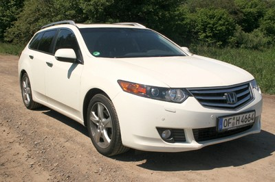 Honda Accord Tourer.