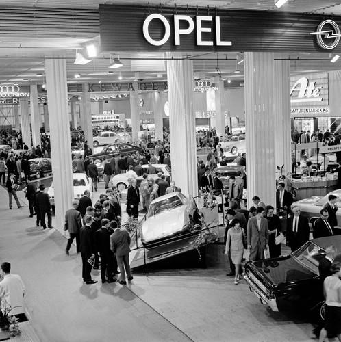 Opel auf der IAA im Jahr 1965.