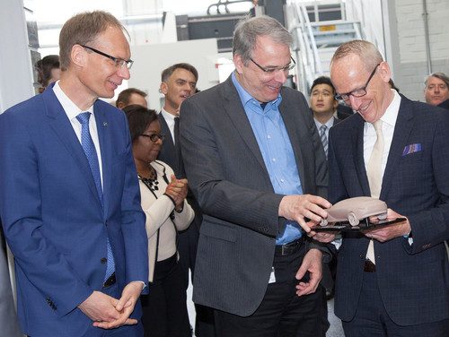 Eröffnung des neuen Hochgeschwindigkeits-Fräszentrums in Rüsselsheim:  Opel-Finanzchef Michael Lohscheller, der Opel-Gesamtbetriebsratsvorsitzende Wolfgang Schäfer-Klug und Opel Group CEO Dr. Karl-Thomas Neumann.(von links)