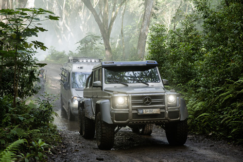 "Mercedes-Benz G 63 AMG 6x6 und Sprinter am Set von ""Jurassic World""."