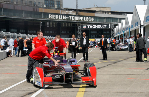 Formel E in Berlin: Boxengasse.