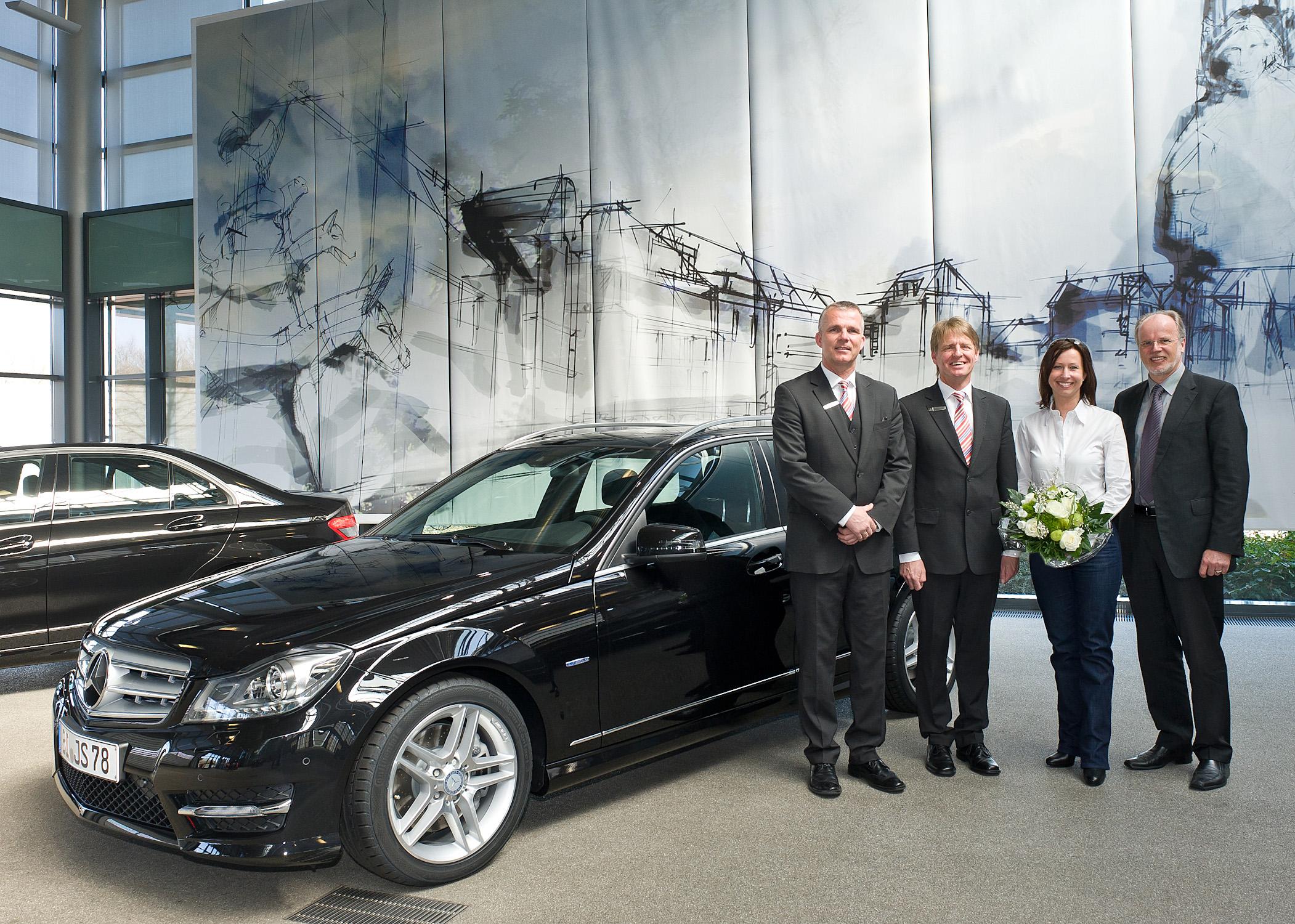 Mercedes Bremen Kundencenter erstes mercedes c klasse t modell an kundin übergeben auto