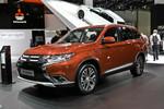 IAA 2015: Mitsubishi Outlander in über 100 Punkten überarbeitet