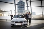 Ehepaar aus den USA holt 150 000sten BMW ab