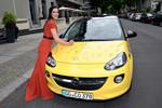 Signierter Opel Adam wird versteigert