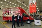 Ford stiftet dem 1. FC Köln ein neues Fanmobil