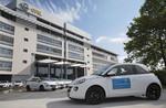Opel übergibt 50 Adam an Fernsehlotterie-Gewinner