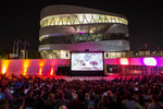 Open Air-Kino am Mercedes-Benz Museum.