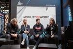 "Gaben den Startschuss für den Ideenwettbewerb ""Mobility for a better world"" (von links): Robert Martin (Porsche Digital / APX), Anja Hendel (Leiterin Porsche Digital Lab), Thomas Bachem (Code University of Applied Sciences) und Daniela Rathe (Leiterin Politik und Außenbeziehungen bei Porsche)."