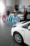 Gewinner nehmen Toyota Yaris Hybrid in Empfang