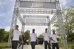 Fußballer von Juventus Turin mit Jeep im Gelände