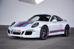 Porsche 911 S im traditionellen Renngewand