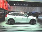 LA 2014: Volvo V60 geht sechseinhalb Zentimeter in die Höhe