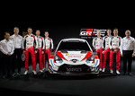 Das neue WRC-Team von Toyota: von links Project Manager Yris WRC Engine Norio Aoki, Sporting Director Kaj Lindstrlm, Julien Ingrassi, Scott Martin, Jonne Halttunen, Kalle Rovanpera, Elfyn Evans, Sébastien Ogier und Teamchef Tommi Makinen.