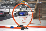 Hot-Wheels-Bahn mit Jaguar-F-Type-Modell im Design Studio der Briten.